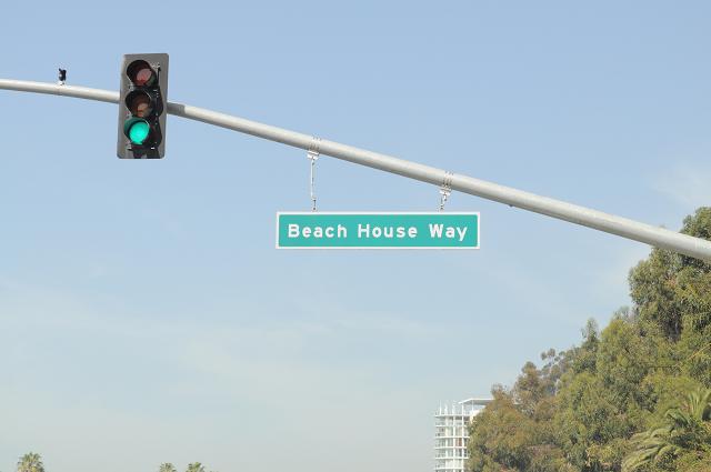 ビーチの道看板