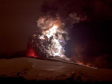iceland-volcano-lightning-1_19113_big.jpg
