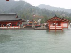 水に浮かぶ厳島神社社殿