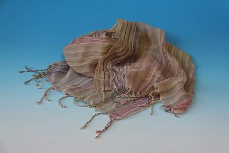 53 絹裂織のショール_飯島宏子
