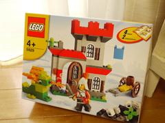 LEGOKnightAndCastle01.jpg
