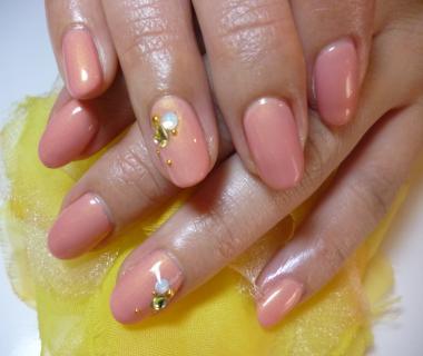 2013春ネイルデザイン                きれいな桜ピンクのワンカラーネイル ビジュー風ストーンネイル ネイルサロンマ