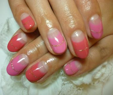 2013ネイルデザイン            2色ピンクのバイカラーネイル