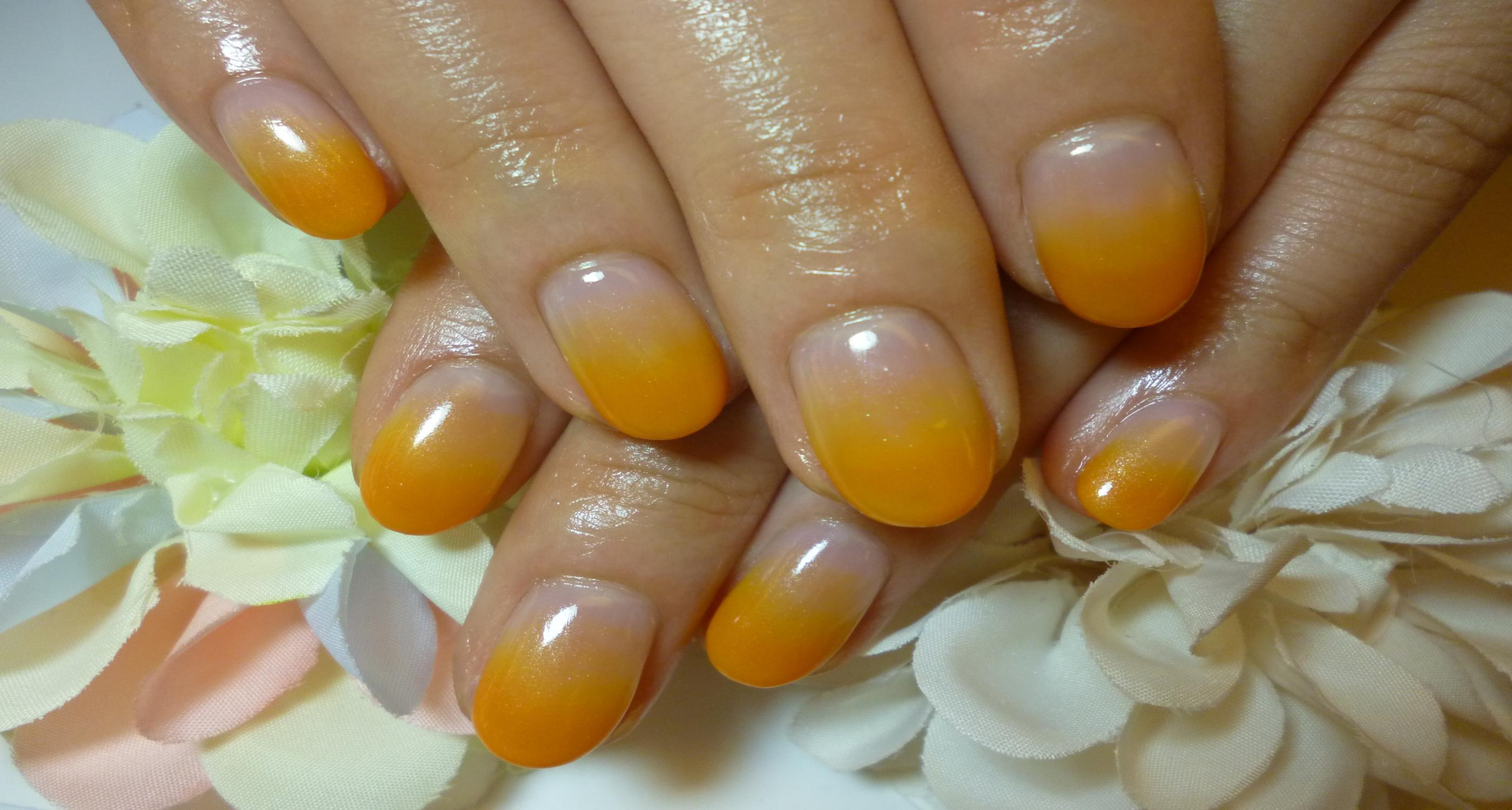 2013ネイルデザイン 鮮やかオレンジのカラーグラデーションネイル