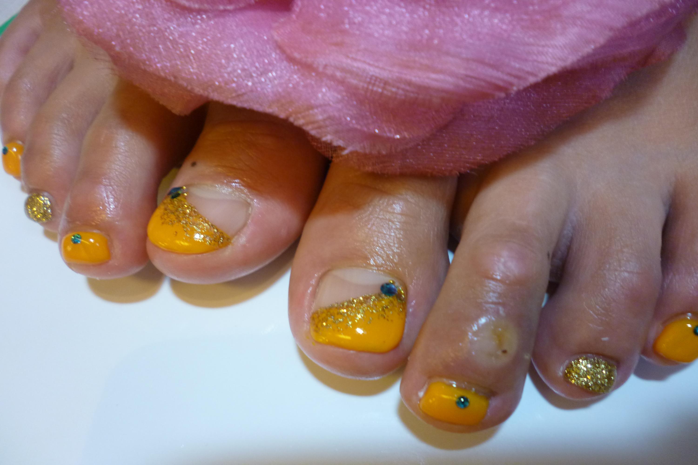 2013フットネイルデザイン 夏色オレンジのフットネイル