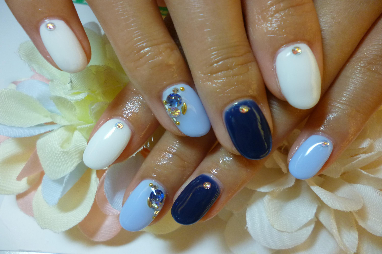 2013ネイルデザイン 爽やかブルー系カラーのワンカラーネイル
