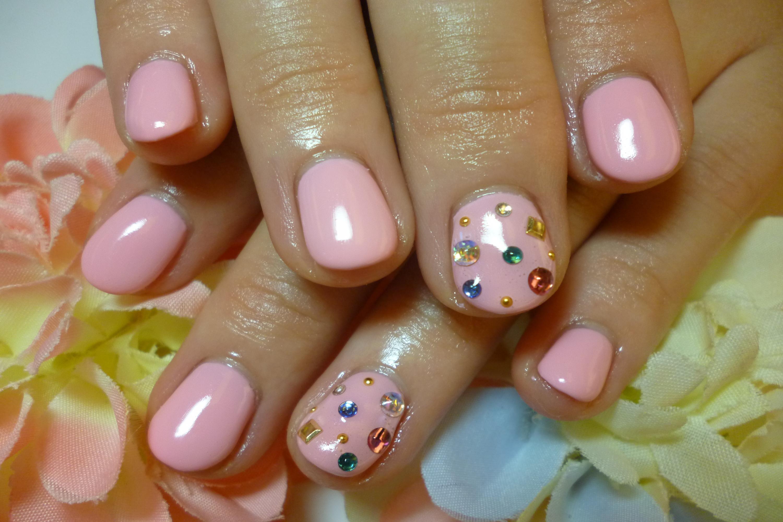 2013ネイルデザイン ピンクのワンカラーネイル カラフルPOP宝石ストーンネイル