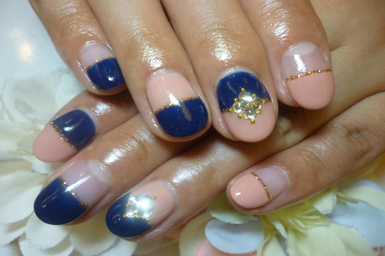 2013ネイルデザイン ローズピンク×ネイビーブルーのバイカラーネイル ビジューストーンネイル