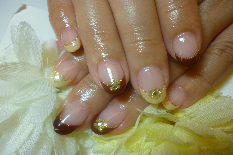 2013ネイルデザイン 秋色2色のフレンチきれいめビジューストーンネイル