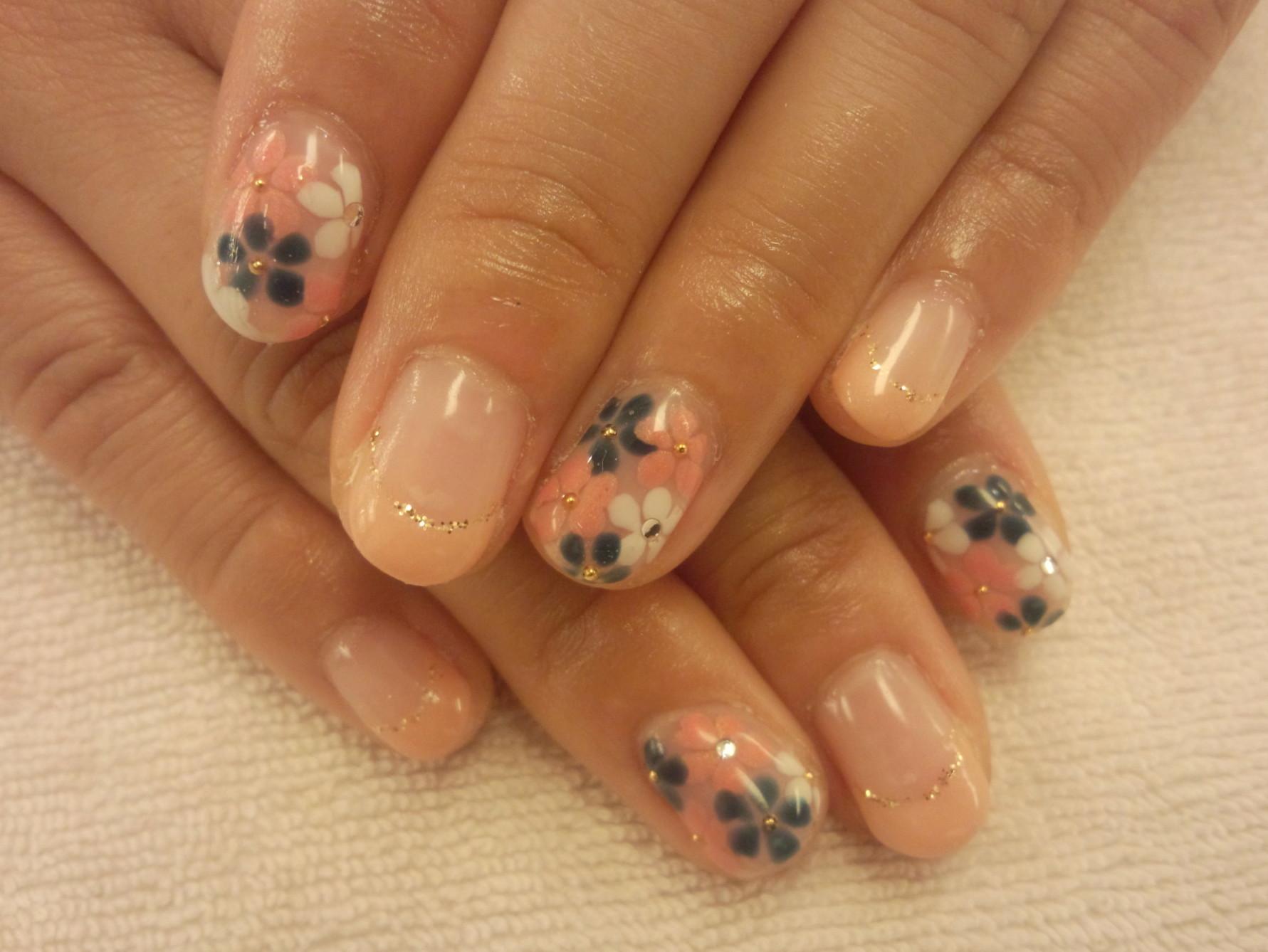 花柄ジェルネイル ネイル 花 ネイルジェル フローラルネイル フローラル埋め込み  花ネイル ネイルシンプル ネイル4月 5月 埋め込み花