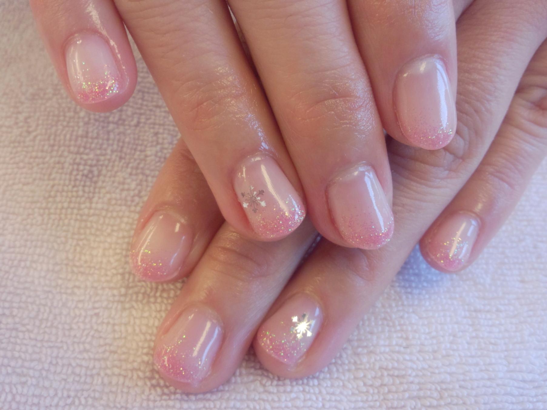 雪の結晶ジェルネイル ネイル冬ネイルラメ ネイル画像 ネイルデザイン ネイルバレンタイン ネイルピンク