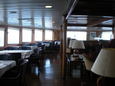 南極 船内