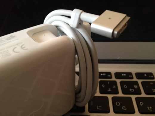 Macの充電器のコードを綺麗にまとめた