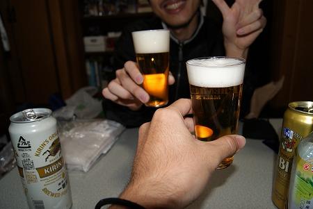 友人と乾杯