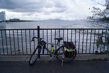 琵琶湖とジェー君
