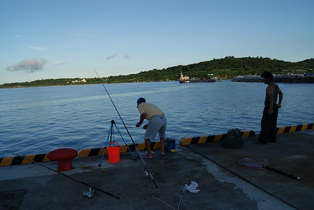 本部 釣り人