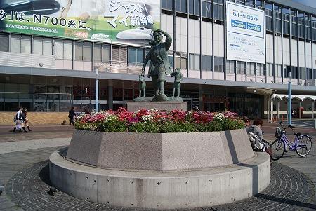 桃太郎石像
