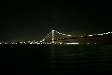 船から夜明石大橋