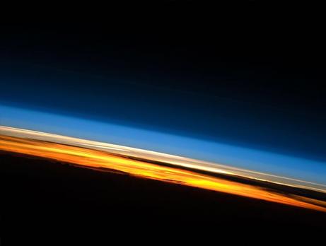 ISSから見た大気圏の層