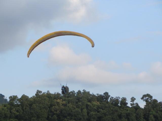 ポカラでのパラグライダー1 (2)