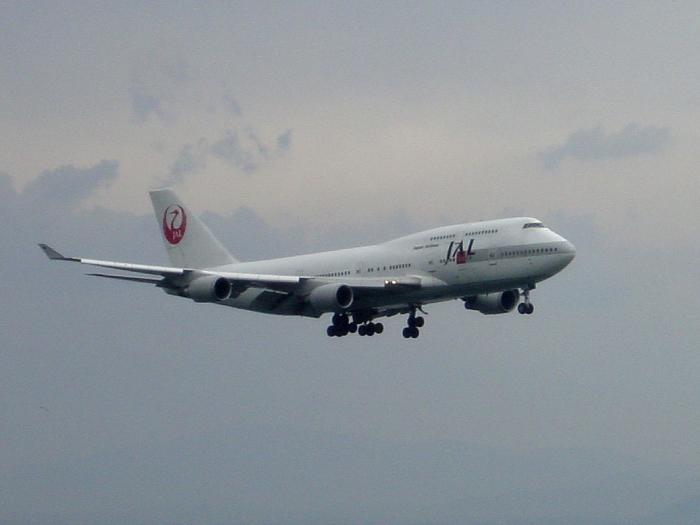 2004年4月11日/JAL B747-400@関西国際空港展望デッキSkyView(by SONY CyberShot DSC-P5)
