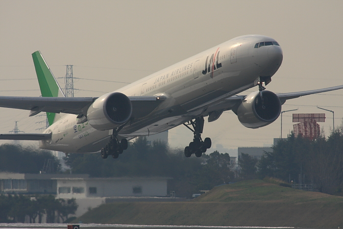 JAL B777-346ER JAL3002@エアフロントオアシス下河原(by 40D with SIGMA APO300/2.8EX DG+APO TC2x)