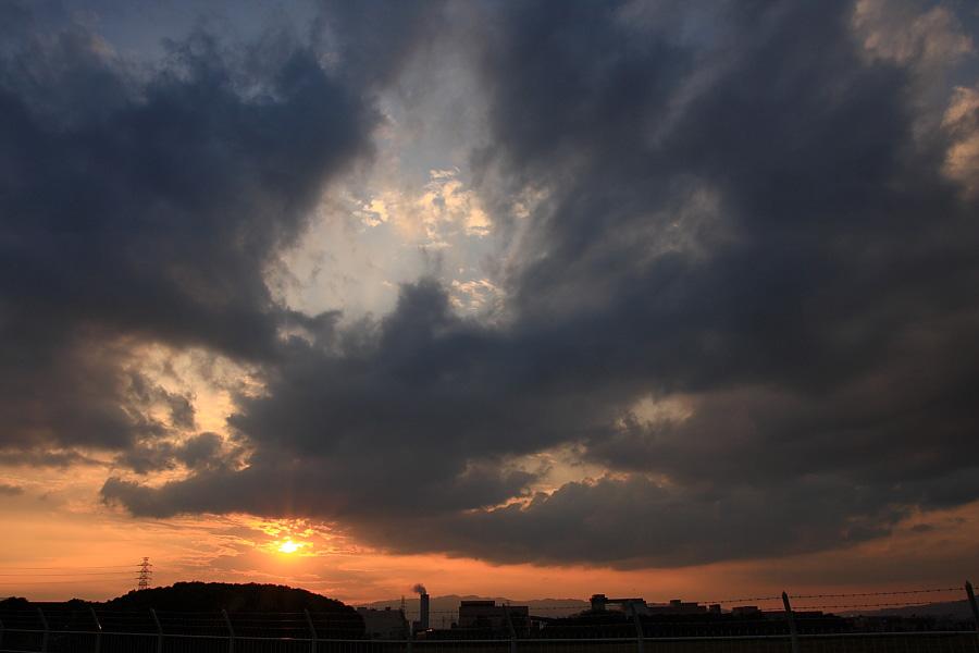 千里川土手から見た夕空@RWY32Lエンド・千里川土手(by EOS40D with SIGMA 18-50/2.8EX DC)