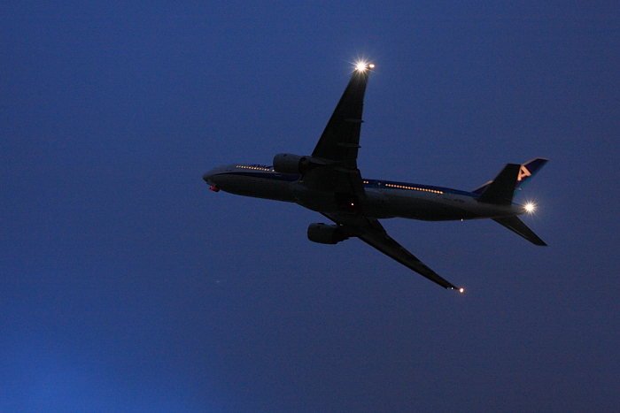 ANA B777-281 ANA38@リサイクルセンター周辺(by 40D with SIGMA 18-50/2.8EX DC)
