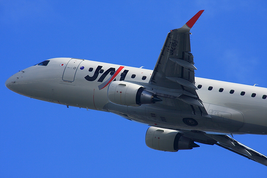 J-AIR Embraer170 JAL2201@RWY14Rエンド・猪名川土手(by EOS40D with SIGMA APO300/2.8EX DG+APO TC2x)