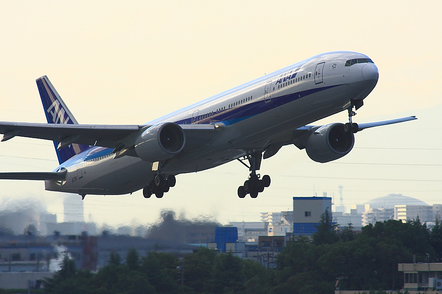 ANA B777-381 ANA14@下河原緑地公園展望デッキ(by EOS40D with SIGMA APO300/2.8EX DG+APO TC2x)