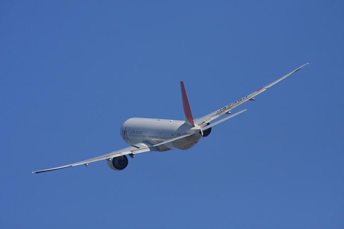 JAL B777-346ER JAL3002@RWY14Rエンド(by 40D with SIGMA APO300/2.8EX DG+APO TC2x)
