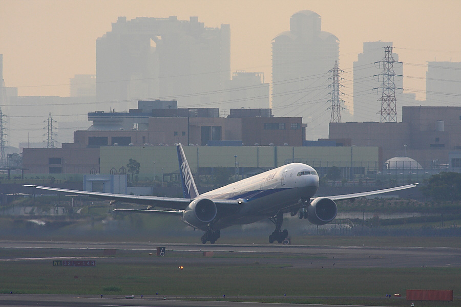 ANA B777-381ER ANA2176@下河原緑地公園展望デッキ(by EOS40D with SIGMA APO300/2.8EX DG+APO TC2x)