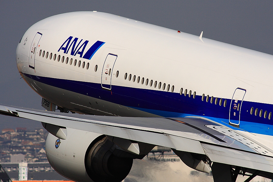 ANA B777-381 ANA105@伊丹スカイパーク(by EOS40D with SIGMA APO 300/2.8EX DG+APO TC2x)