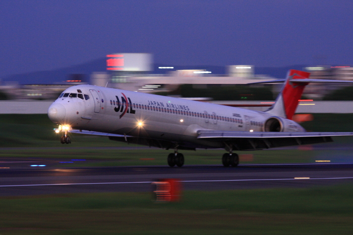 JAL MD-90 JAL2178@伊丹スカイパーク(by 40D with EF100-400/4.5-5.6L IS)