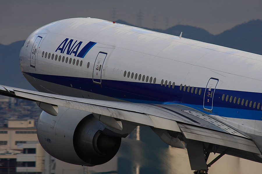 ANA B777-381ER ANA2176@伊丹スカイパーク(by EOS40D with SIGMA APO 300mm F2.8 EX DG/HSM + APO TC2x EX DG)