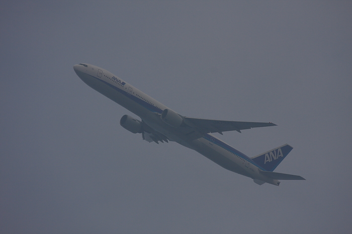 ANA B777-381 ANA14@自宅玄関先(by 40D with EF100-400/4.5-5.6L IS)