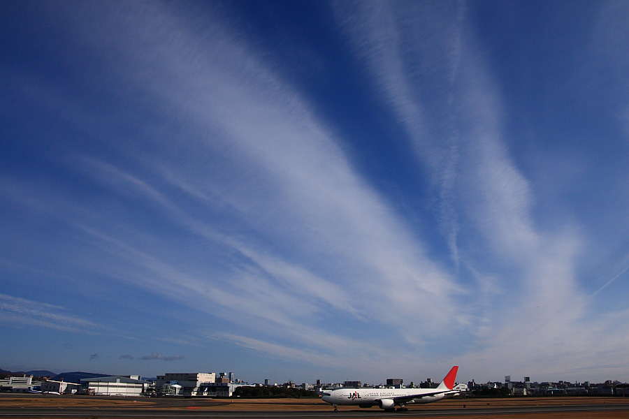 JAL B777-246 JAL112@伊丹スカイパーク(by EOS40D with SIGMA 18-50mm F2.8 EX DC MACRO)