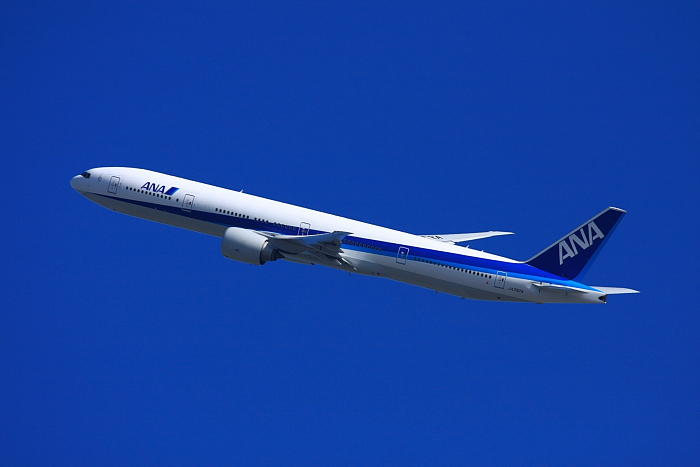 ANA B777-381ER ANA2176@瑞ヶ池公園(by 40D with EF100-400/4.5-5.6L IS)
