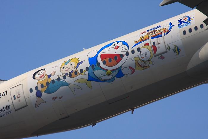 JAL B777-346 JAL2001@エアフロントオアシス沿道(by 40D with SIGMA APO300/2.8EX DG+APO TC2x)