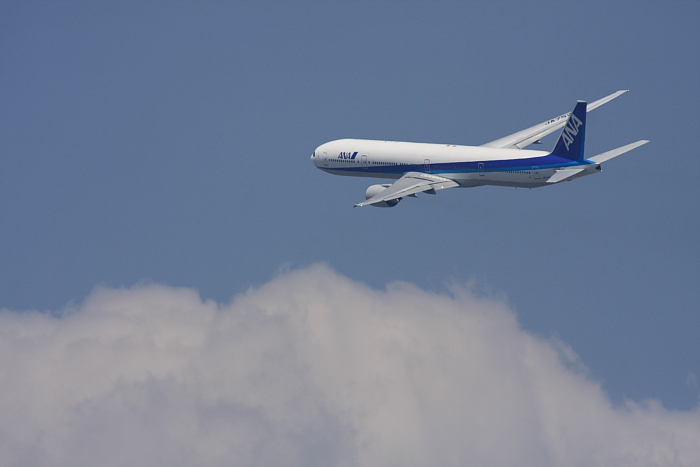 ANA B777-381 ANA105@RWY14Rエンド・猪名川土手(by 40D with SIGMA APO300/2.8EX DG+APO TC2x)