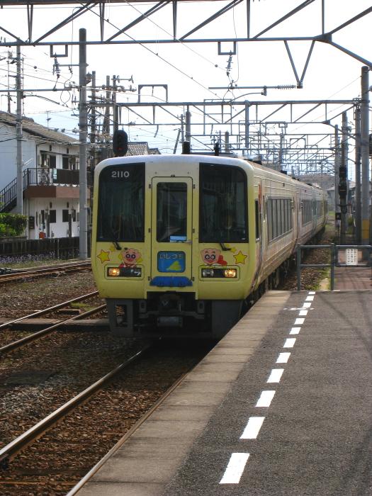 特急いしづち22号&しおかぜ22号@伊予西条駅(by IXY DIGITAL 910IS)