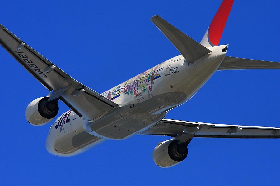 JAL B777-246 JAL106@RWY14Rエンド・猪名川土手(by EOS40D with SIGMA APO 300/2.8EX DG)