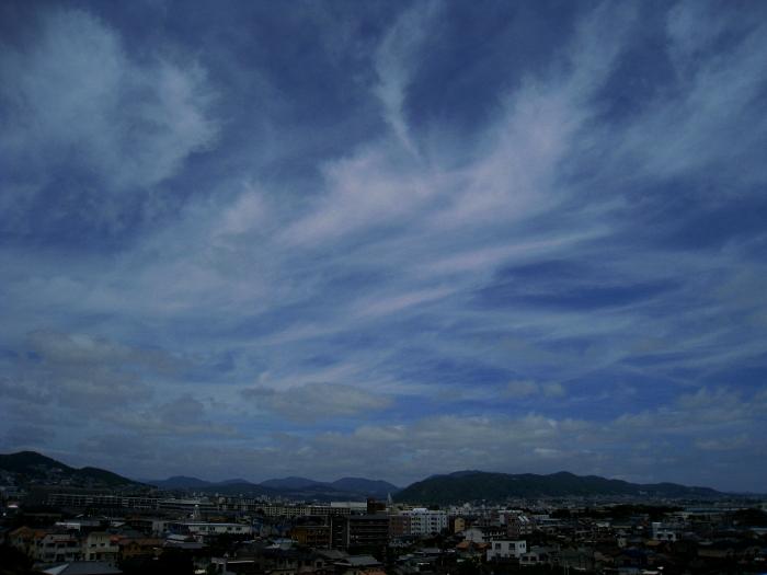 昼休みの空@会社屋上(by IXY DIGITAL 910IS)