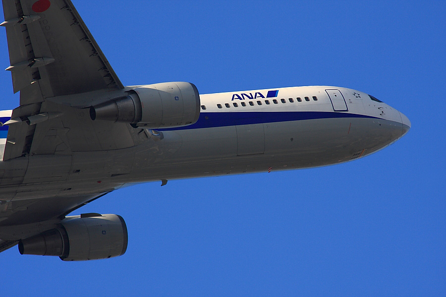 ANA B767-381 ANA541@下河原緑地公園展望デッキ(by EOS40D with SIGMA APO 300mm F2.8 EX DG/HSM+APO TC2x EX DG)