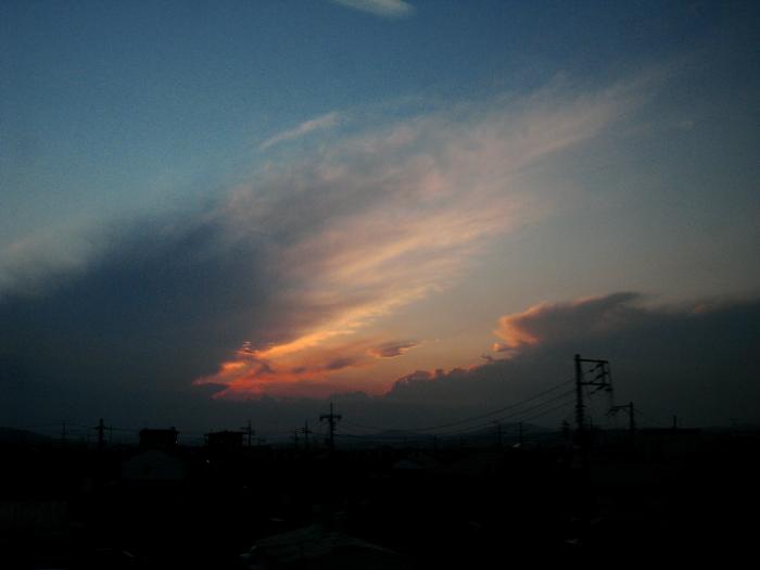 今日の夕空@しおかぜ26号車内(by IXY DIGITAL 910IS)