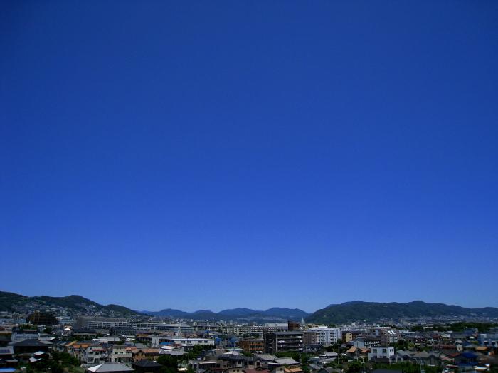 今朝の空・五月山方面@会社屋上(by IXY DIGITAL 910IS)