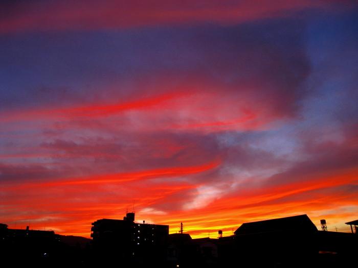梅雨の晴れ間の劇的な夕空@自宅町内(by IXY DIGITAL 910IS)