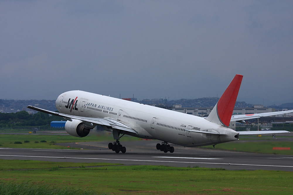 JAL B777-346 JAL2081@伊丹スカイパーク(by 40D with EF100-400/4.5-5.6L IS)