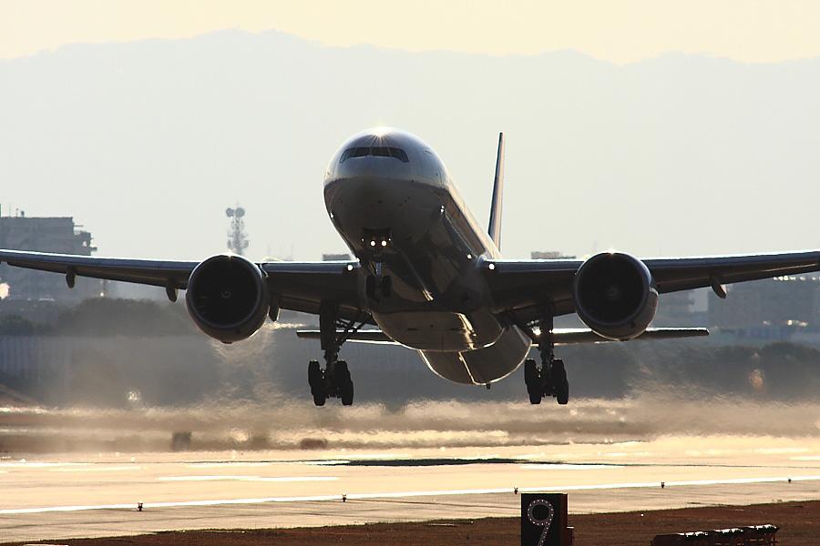JAL B777-346ER JAL3002@RWY14Rエンド・猪名川土手(by EOS40D with SIGMA APO 300mm F2.8 EX DG/HSM+APO TC2x EX DG)