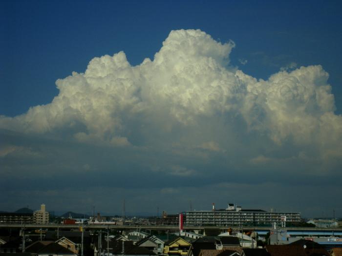 車窓からの空@新幹線のぞみ128号・姫路-新神戸間(by IXY DIGITAL 910IS)